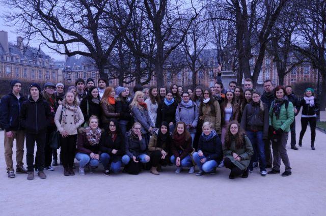 Skupaj na Trgu republike Pariz Kopija